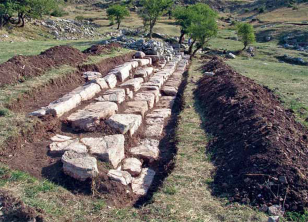 assets/lykaion/page/excavating_zeus_14.jpg