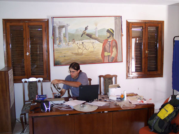 Fig. 14: Andrew Insua in the GIS project laboratory in the Cultural Center.