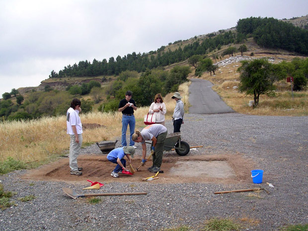 Fig. 1: Opening levels at Trench A. Left to right: Heather Kelly, Jacob Spier, Jeffery Spier, Allisa Stoimenoff, Mary Voyatzis, Monique Kornell.
