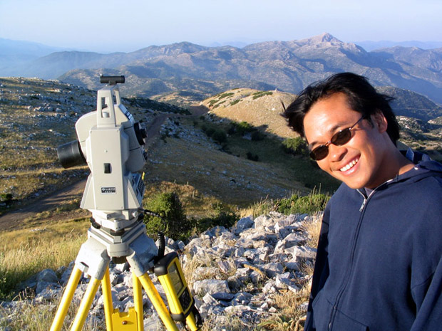 Fig. 7: Arvey Basa with the total station on the ash altar.